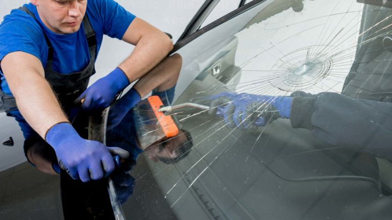 Autoglas- und Steinschlagreparatur
